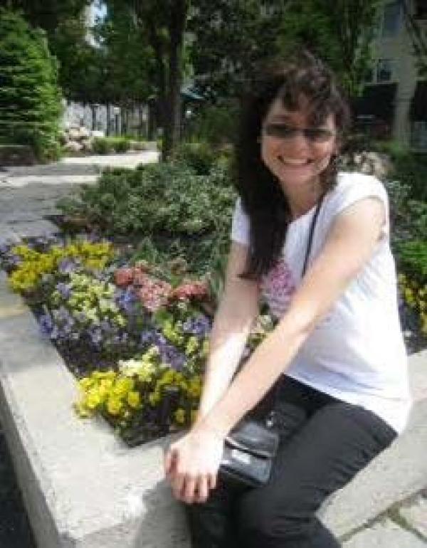 Dr.   Catherine  Bobek