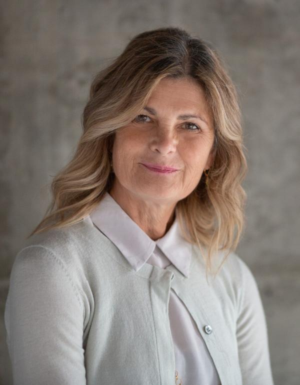 Dr.   Anne Duffy