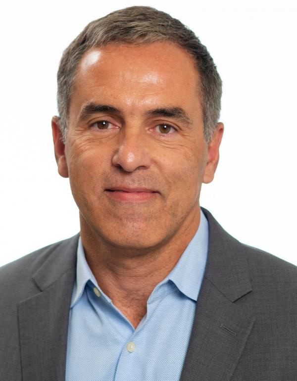 Dr.   Claudio Soares
